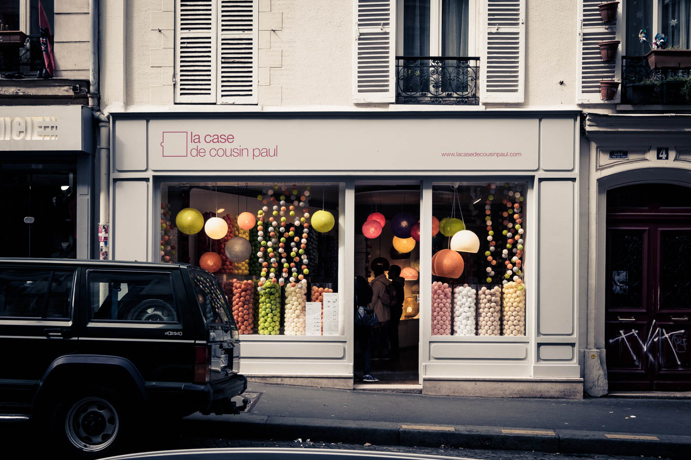 Shop for colorful balls /Fachgeschäft für bunte Bälle